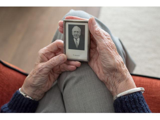 Alzheimer y problemas para dormir en adultos mayores