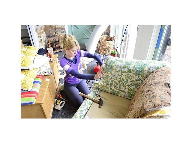 Retapizar unos sofas de segunda mano en casa